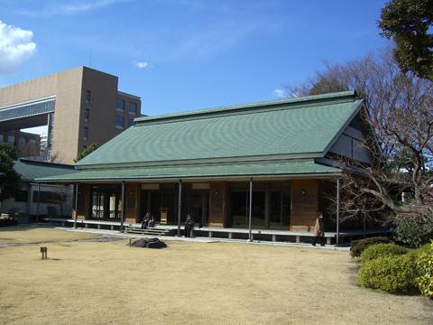 庭園内の建物2