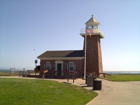 小さな灯台1